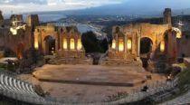 夜のギリシャ劇場